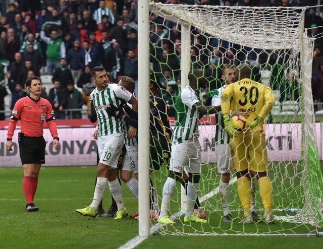"Jahovic, Malatyaspor maçında ""Suarez"" oldu, ısırdı"