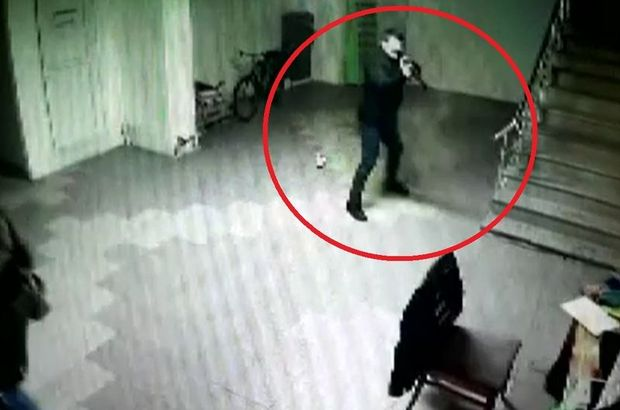 Eski çalışanın iş yeri sahibini vurma anı kameraya yansıdı