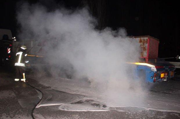 Karaman'dı TIR dorsesi yandı