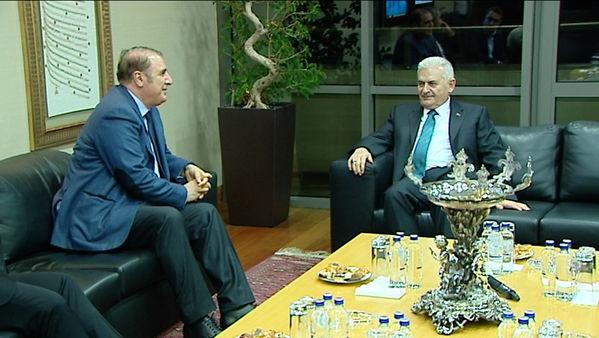 Binali Yıldırım, Kenan Tekdağ ile bir süre seçim çalışmaları ve İstanbul'un sorunları üzerine sohbet etti.