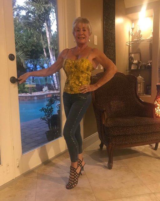 75'lik büyükanne Iris Davis, spor azmiyle gençlere taş çıkarıyor