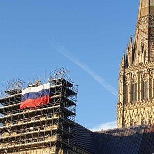 Rus bayrağı asıldı, İngiltere ile yeni bir siyasi kriz başladı!
