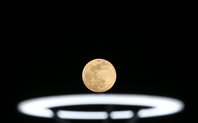 Dolunay bu akşam Süper Ay olarak büyüledi! Süper Ay nedir?