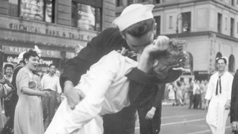 'Tarihi öpücük' fotoğrafındaki ABD askeri hayatını kaybetti