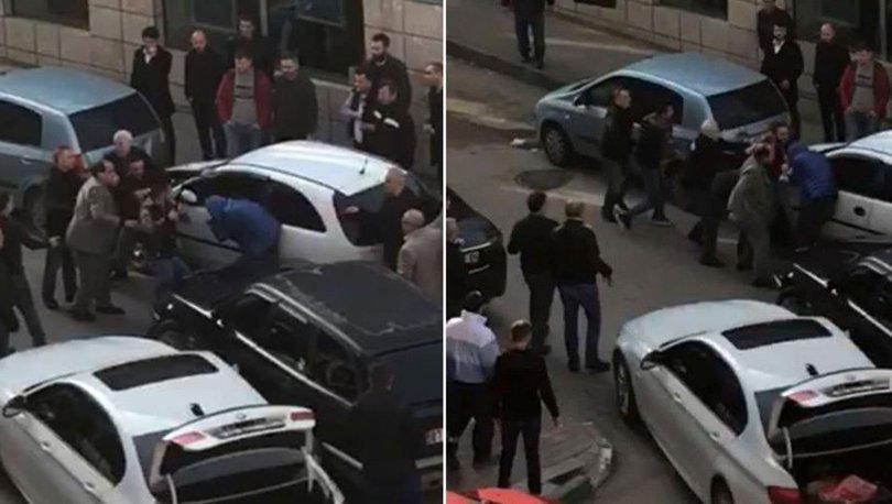 Trafikte yol verme kavgasında coplar konuştu!