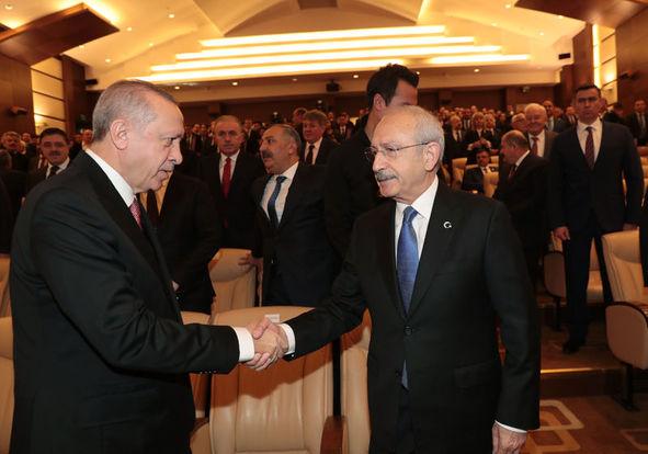 Törene katılan Cumhurbaşkanı Erdoğan ve CHP lideri Kılıçdaroğlu tokalaştı.