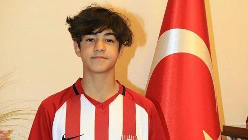 14 yaşındaki Efekan, Fenerbahçe'ye transfer oldu