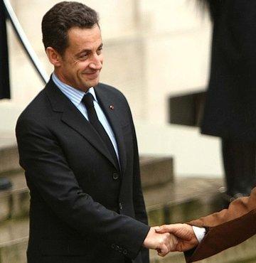 Sarkozy'den Kaddafi'ye 8 milyon dolarlık imaj!