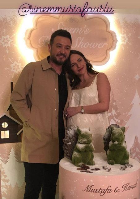 Mustafa Uslu'nun eşi Sinem Öztürk ikiz bebekleri için gün sayıyor - Magazin haberleri