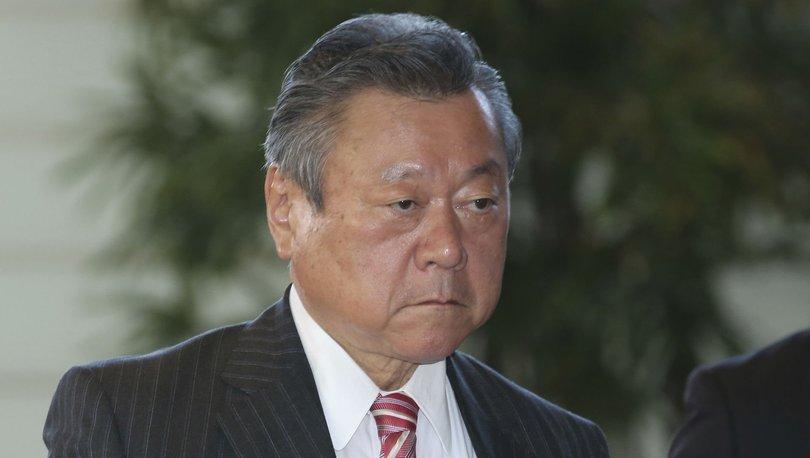 Japon bakan toplantıya 3 dakika geciktiği için özür diledi
