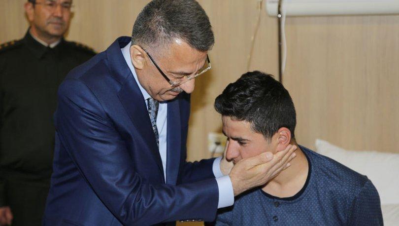 Cumhurbaşkanı Yardımcısı Fuat Oktay'dan yaralı askerlere ziyaret