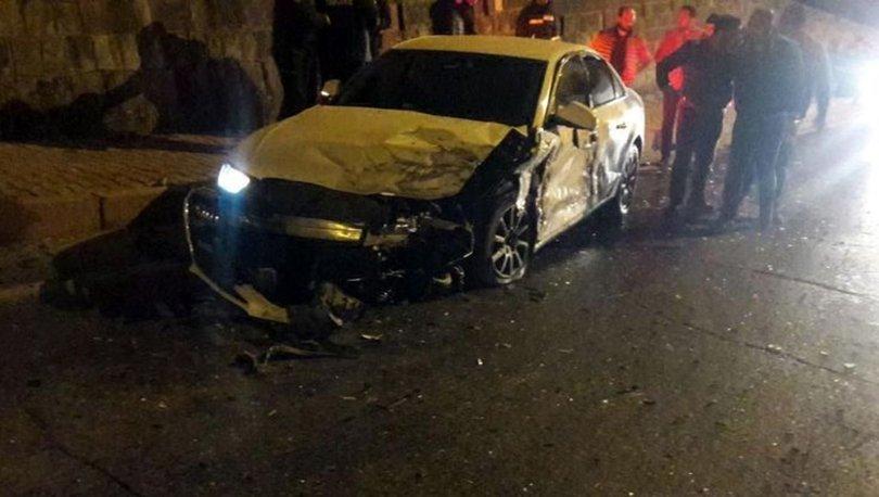 Kayseri'de iki otomobil kafa kafaya çarpıştı: 1 ölü, 2 yaralı