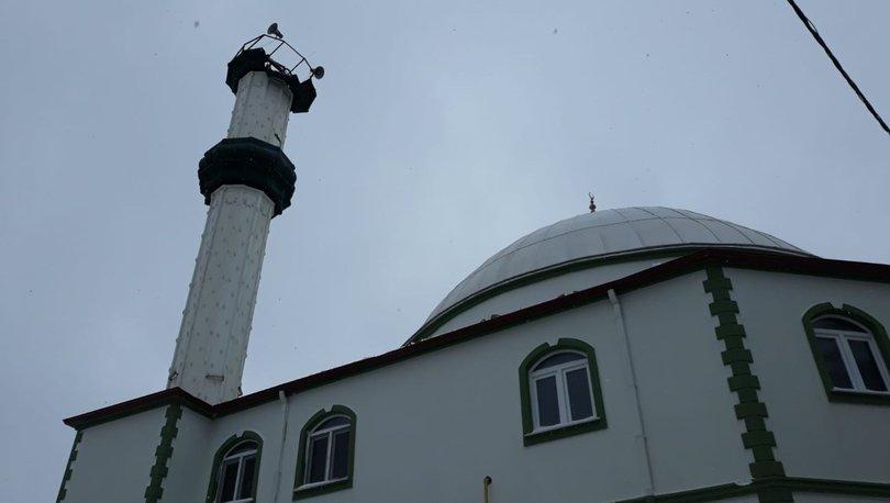 Çatalca'da fırtına bir caminin minaresinin külahını yıktı