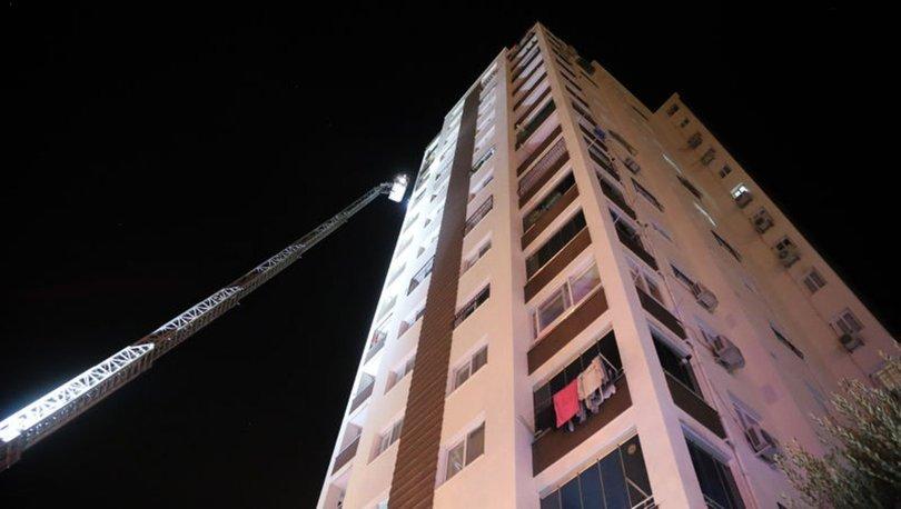 Adana'da 10'uncu katta çıkan yangında anne ve bebeği dumandan etkilendi