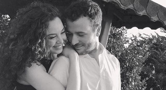 Azra Akın eşi Atakan Koru ve oğlu Demir'le poz verdi - Magazin haberleri