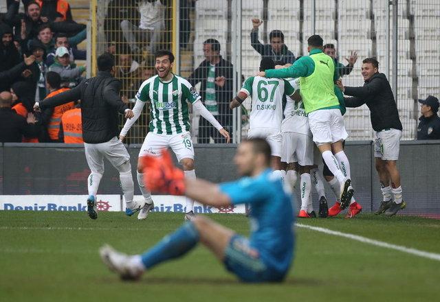 Bursaspor Teknik Direktörü Samet Aybaba gözyaşlarını tutamadı!