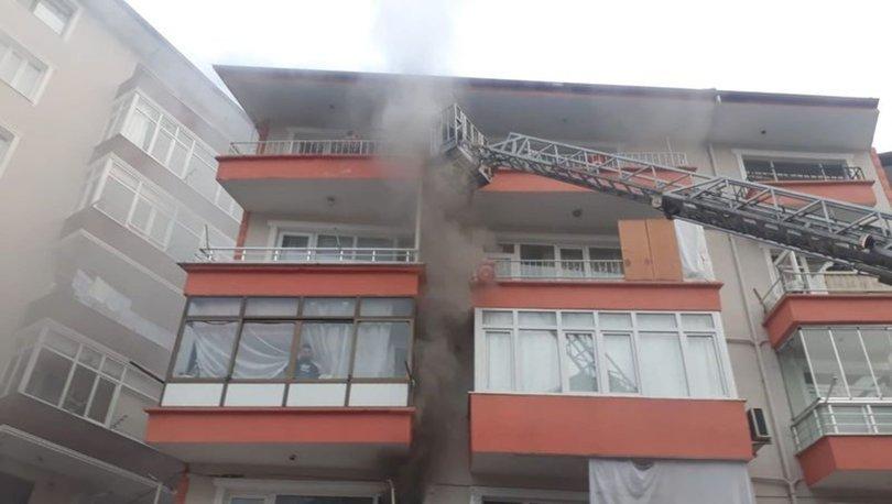 Kocaeli'de apartmanın 1'inci katında yangın çıktı: 10 kişi dumandan etkilendi