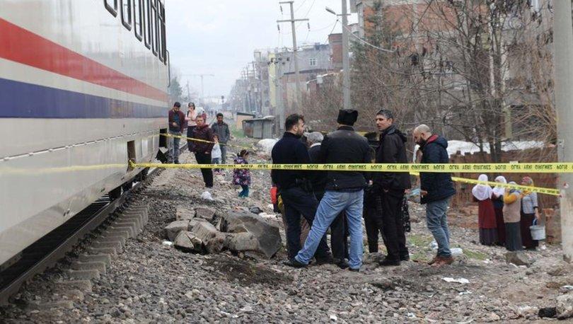 Raylarda kulaklıkla müzik dinlerken, tren çarptı