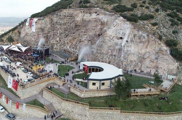 Türkiye'nin en büyük yapay şelalesi Denizli'de açıldı