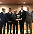 Beşiktaş Kulübü Başkanı Fikret Orman, Japonya´da Mainichi-Sponichi Grubu´nu ziyaret etti. Orman, burada Japonya´nın basın kuruluşlarından olan Global Medya İş Ortağı Mainichi-Sponichi Grubu ile bir görüşme gerçekleştirdi