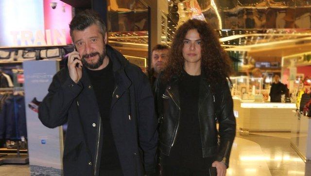 Tümer Metin-Gamze Topuz çiftinden mutluluk pozu - Magazin haberleri