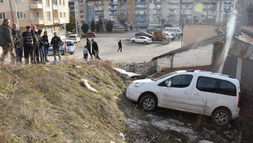 Sivas'ta araç bahçeye uçtu