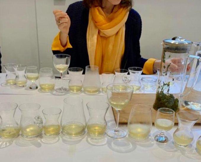 Nude, çay çeşitlerinin inceliklerini algılayabilmek için çay tadım seansları düzenliyor...