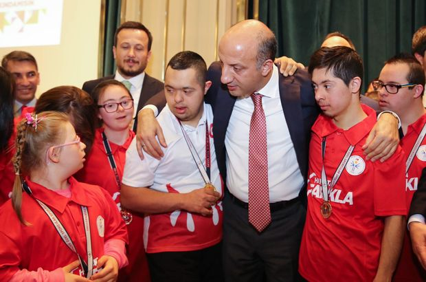 AK Parti vekil Arslan downlu sporcularla buluştu