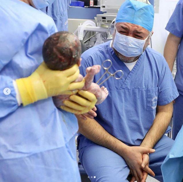 Mustafa Uslu ile Sinem Öztürk Uslu çiftinin ikizleriyle ilk pozu - Magazin haberleri