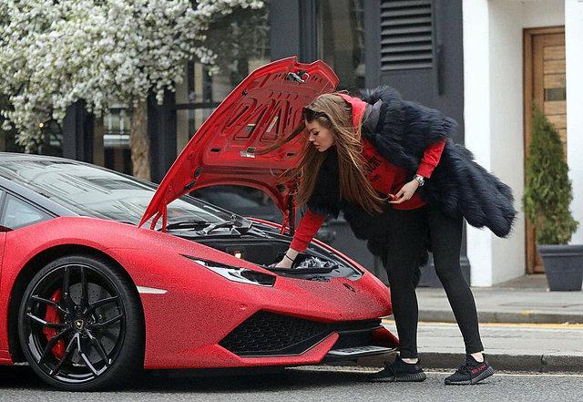 Rus fenomen Daria Radionova, Lamborghini aracını Swarovski ile kapladı