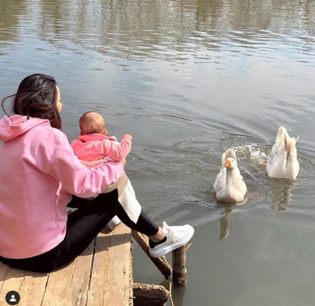 Gizem - Hakan Hatipoğlu çiftinden kızlarıyla ilk poz - Magazin haberleri