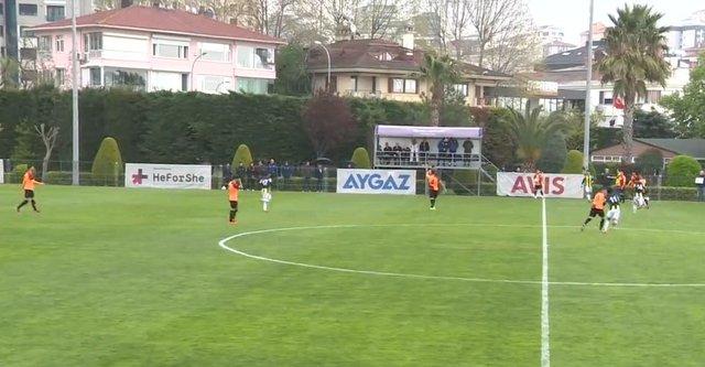 Fenerbahçe - Galatasaray arasındaki U21 maçında kavga çıktı