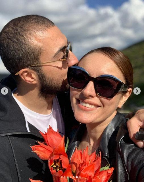 Ezgi Mola ve sevgilisi Mustafa Aksakallı'dan aşk dolu pozlar - Magazin haberleri