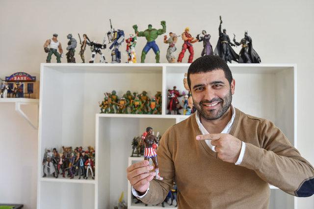 Aksiyon figürlü oyuncaklarla koleksiyon oluşturdu