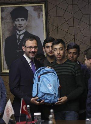 Bakan Kasapoğlu, öğrencilerle buluştu