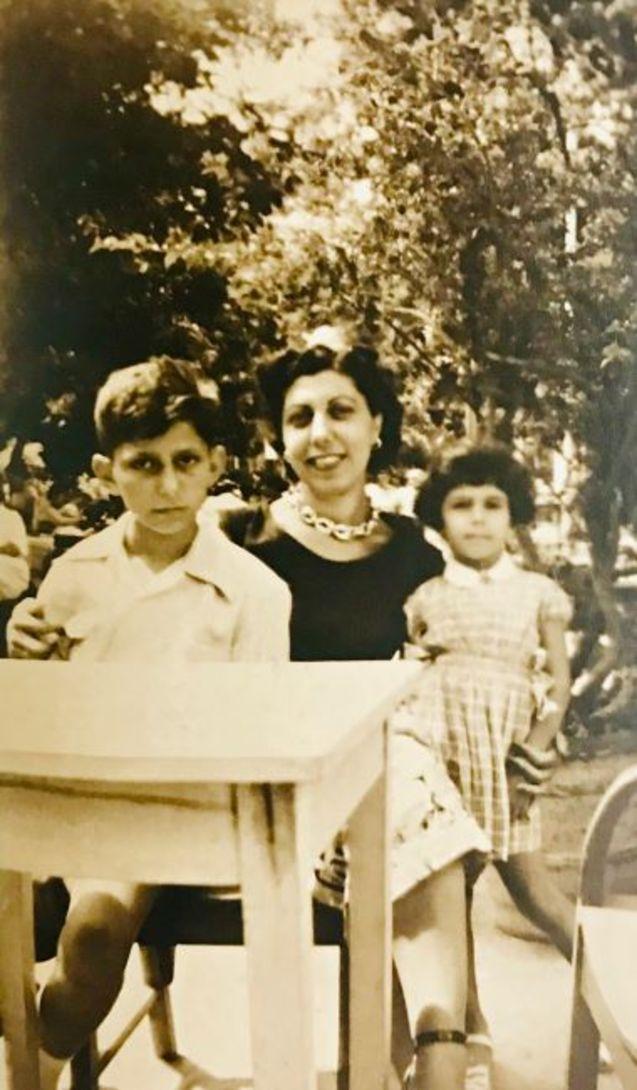Anne, Stefanos ve Marianna Yerasimos.
