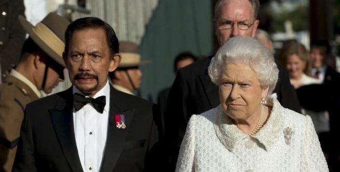 Brunei Sultan, Kraliçe'yle birlikte...
