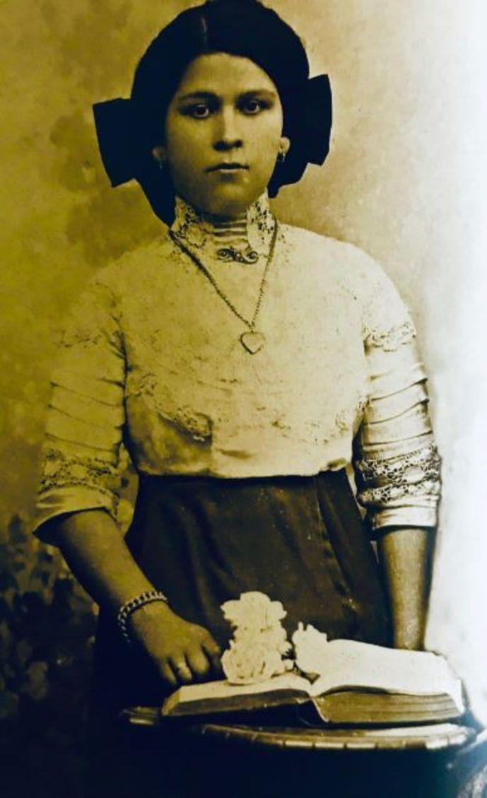 Yaya, aile destanının başında Marianna Yerasimos