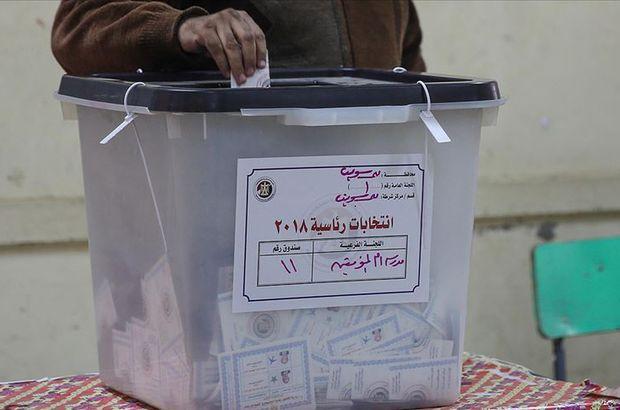 Mısır'da halk Anayasa referandumu için sandık başında