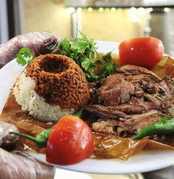 Gastronomi sehri Malatya'ya ait birbirinden lezzetli 15 çesit yemek tadina bakanlari mest ediyor. Kayisinin baskenti olarak bilinen sehir bu tatlari ile de dünyada taniniyor. Iste ölmeden önce yenilmesi önerilen 15 essiz yemek