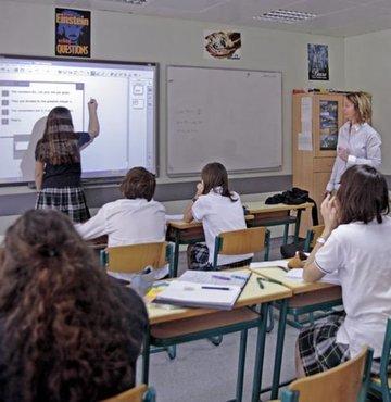 ÖZ-KUR-DER Yönetim Kurulu Üyesi Ahmet Çevik, Türkiye genelinde 4 yil önce 6 bin 710 olan özel okul sayisinin, aradan geçen sürede yüzde 74 artarak 11 bin 694