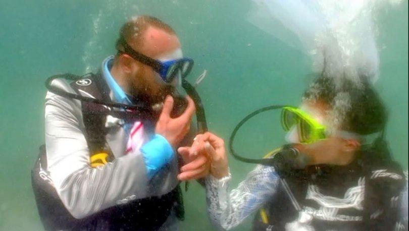Fethiye'de denizin dibinde temsili nikah töreni