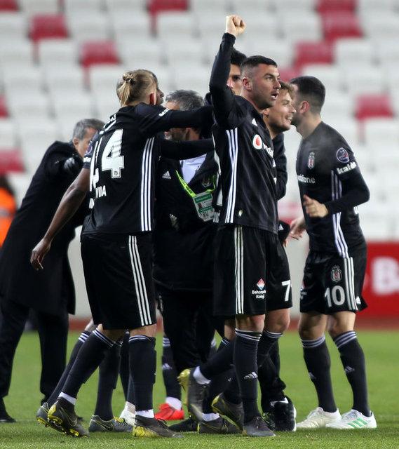 Burak Yılmaz'ın frikik golü Türkiye'yi salladı!