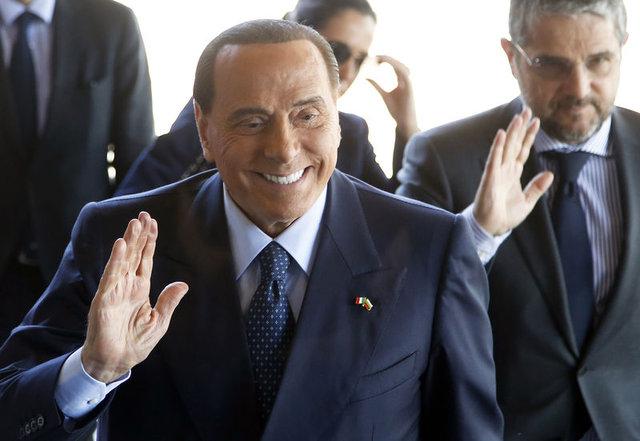 Berlusconi futbola döndü!