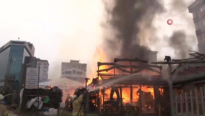 Ataşehir'de kereste deposu yandı