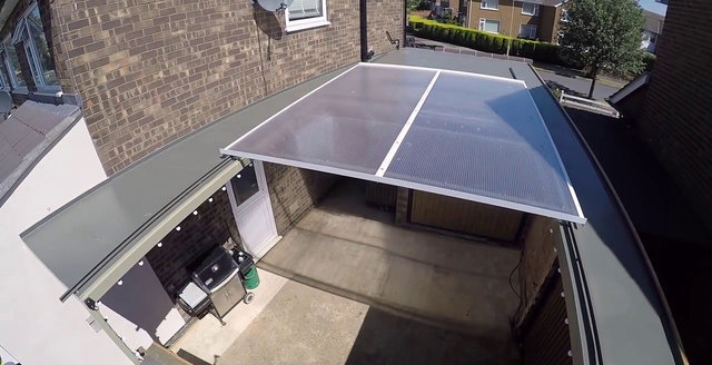 Fenomen Colinfurze bahçesi için açılıp kapanabilir çatı tasarladı