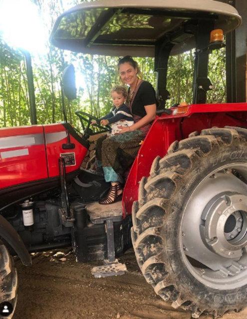 Ceyda Düvenci: Traktör bizim işimiz - Magazin haberleri