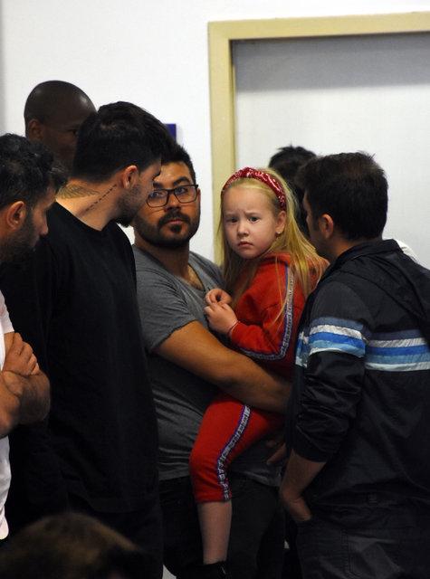 Sural'ın kızı Vanessa hastanede Alanyasporlu futbolcularla