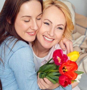 """Anneler Günü hediyeleri ile annelerinizi mutlu etmeye ne dersiniz? Mayis ayinin ikinci haftasinda kutlanan Anneler Günü bu sene 12 Mayis Pazar gününe denk geliyor. Eger aklinizda fikir yoksa Anneler Günü hediyesi almak için hala vaktiniz var. Biz de sizi """"Anneler Günü"""