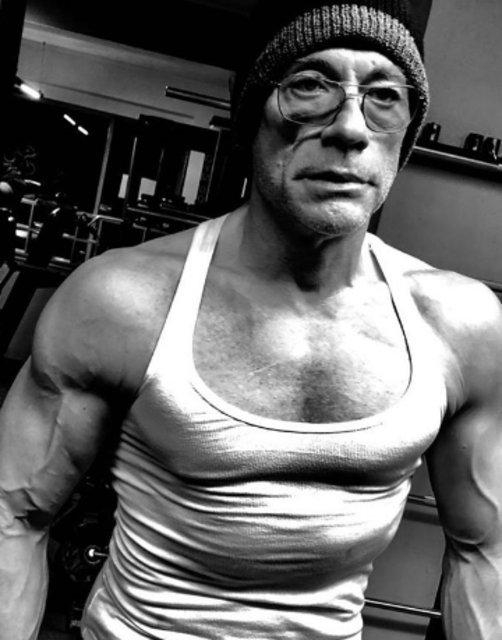 Jean Claude Van Damme yıllara meydan okuyor - Magazin haberleri